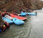 北アイスランドの氷河の川でのラフティング体験の後の様子