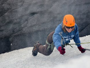 スカフタフェットル氷河のハイキング|アイスクライミング体験付き