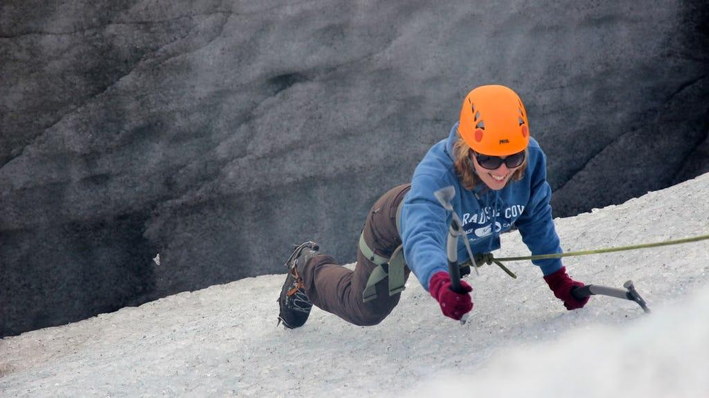 Wędrówki po lodzie mogą być wykonywane przez początkujących, ale wymagają przyzwoitego poziomu sprawności.