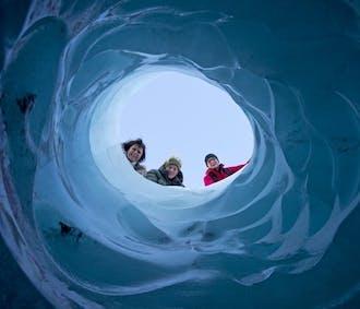 南海岸の滝巡りツアー|氷河ハイキング体験付き