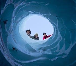 南海岸の滝巡りツアー 氷河ハイキング体験付き
