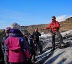 ไกด์ที่จะพาคุณไปที่โซลเฮมาร์โจกุล เป็นไกด์ที่เชี่ยวชาญ เรื่องหมวกน้ำแข็ง และภูมิประเทศตอนใต้ของประเทศไอซ์แลนด์.