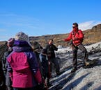 Les guides du glacier Sólheimajökull sont des experts des calottes glaciaires et de la côte sud de l'Islande.