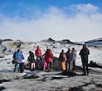 La randonnée glaciaire sur le glacier Sólheimajökull est un excellent moyen de se familiariser avec les calottes glaciaires islandaises.