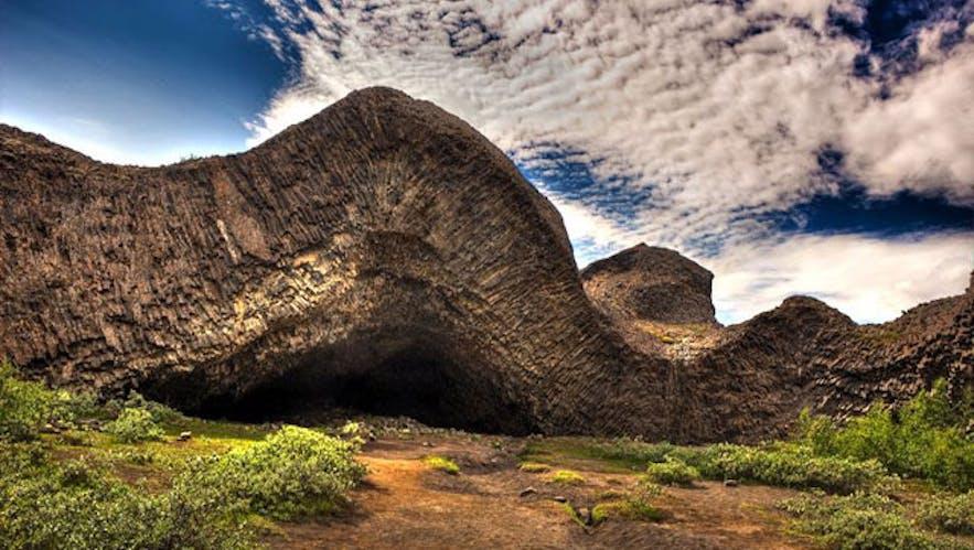 フリョゥザクレッタル(Hljóðklettar)の洞窟