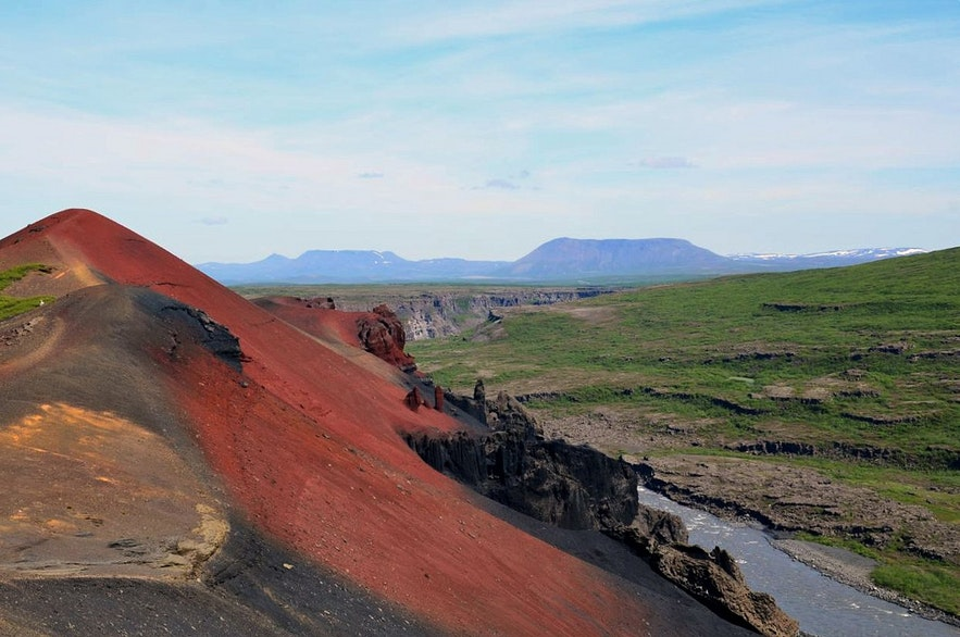 Rauðhólar (Czerwone Wzgórza) w Vesturdalur, Islandia