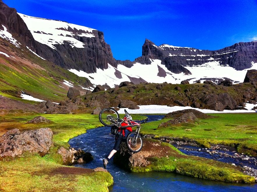 東部アイスランドにあるヴィクナスロージル・ハイキングコース