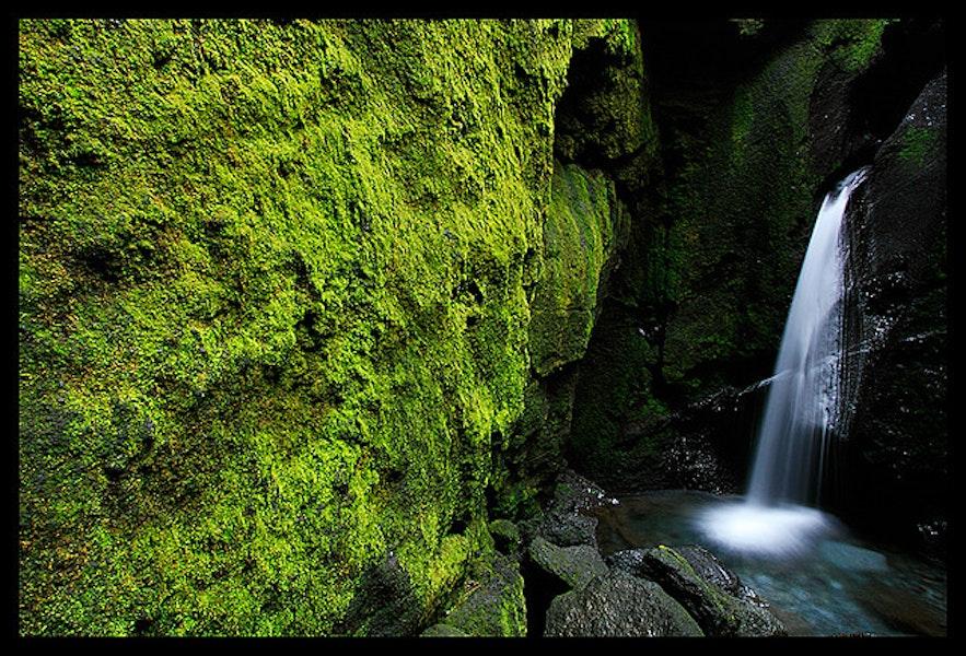 La cascade au bas de Stakkholtsgjá