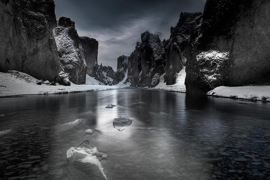 Le canyon Fjaðrárgljúfur en hiver