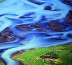 Un coup psychédélique d'une rivière d'Islande.