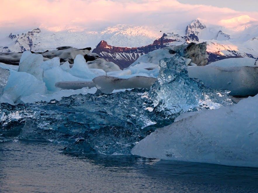 ヨークルスアゥルロゥンの美しい氷