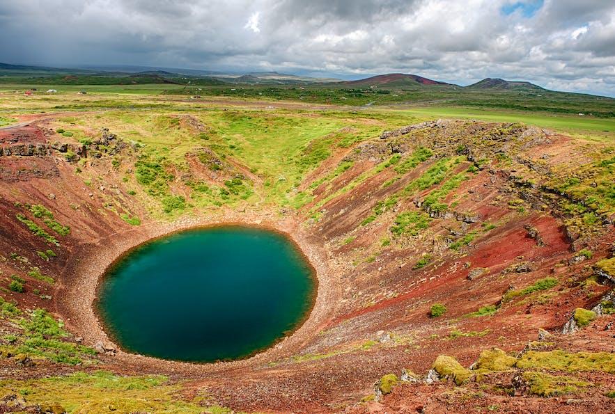 ケリズの火口跡には水が溜まり湖となった
