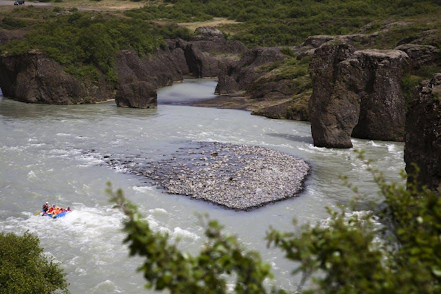 クヴィータアゥ川のラフティングツアー