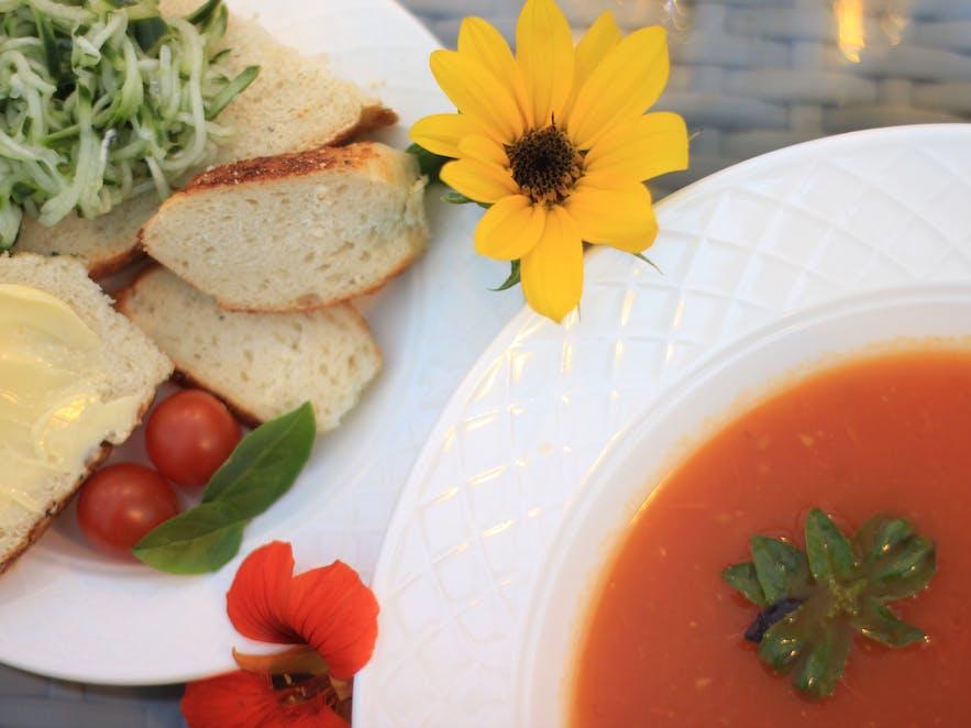 Soup, bread and cucumber salsa at Friðheimar