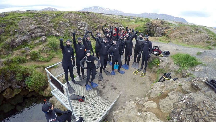 Team Guide to Iceland geht auf Schnorcheltour in Silfra
