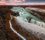 Водопад Гюдльфосс - одна из самых прекрасных исландских природных достопримечательностей, в зимнем одеянии.