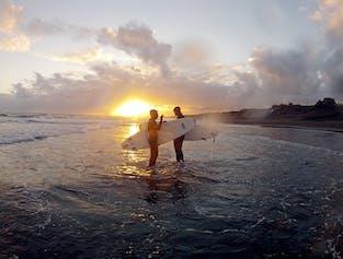 Surf-Kurs in Südisland | Lerne die Grundlagen im Arktis-Surfen