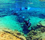シルフラの泉では非常に透明度の高い水でシュノーケリングを楽しめる