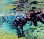 Il est possible de photographier sous l'eau à Silfra, attachez simplement une Go Pro à votre combinaison