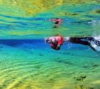 神秘的な水中の世界、シルフラの泉