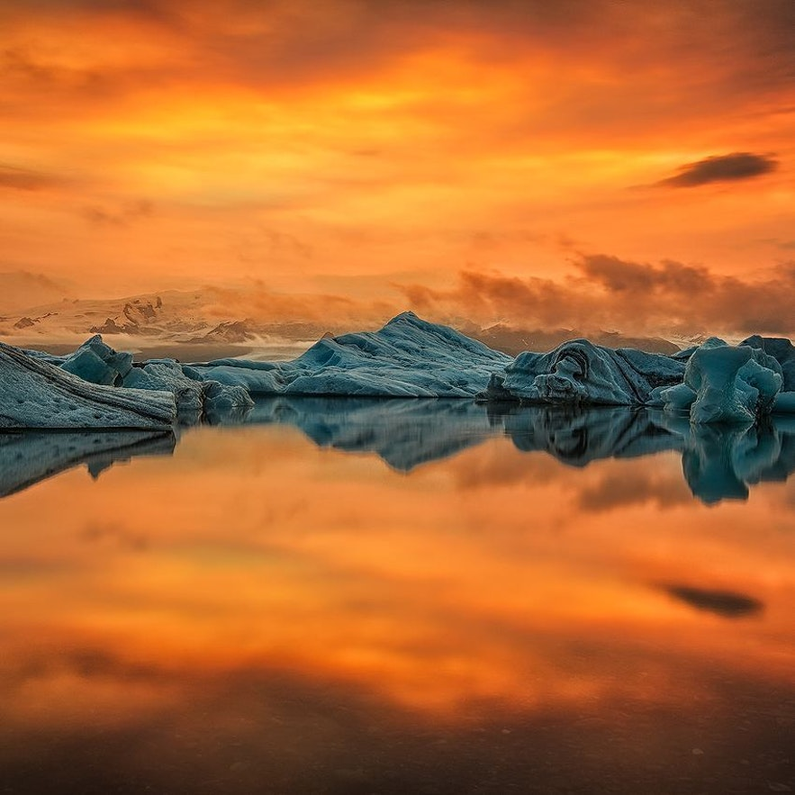 Jökulsárlón glacier lagoon in sunset