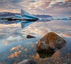 In summer, the weather should be pleasant enough to spend hours outside, admiring the beauty of Jökulsárlón Glacier Lagoon.