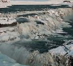 Diese Tour zeigt dir auch die klassischen Sehenswürdigkeiten des Golden Circle in Eis gehüllt.