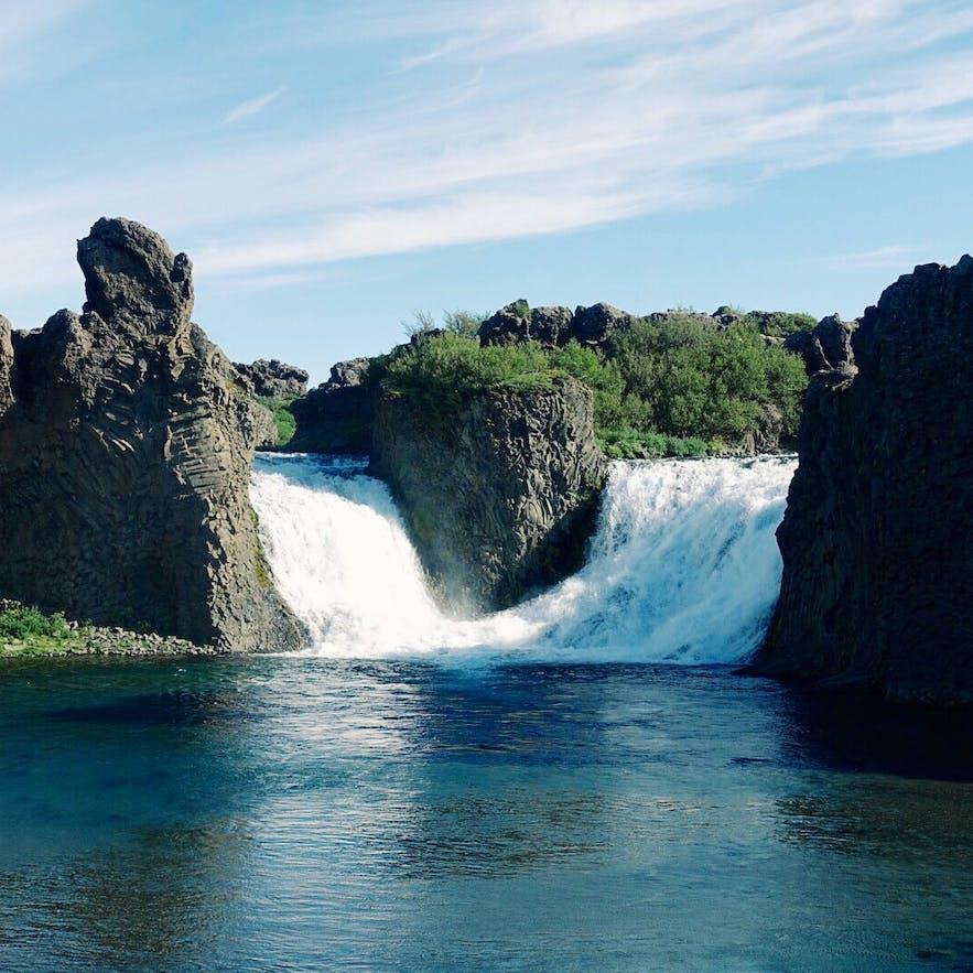 冰岛内陆Hjálparfoss瀑布