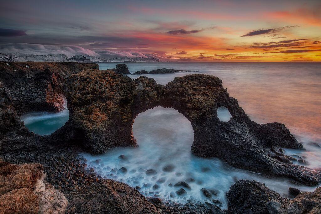冰岛西部的斯奈山半岛上坐落着多样的自然胜景