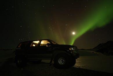 Caccia all'aurora boreale con guida in super jeep
