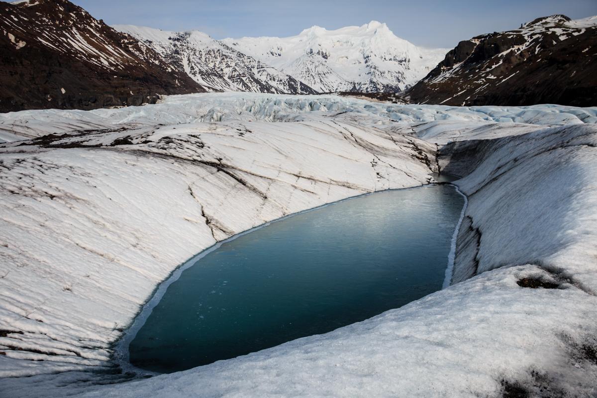 Erkunde bei deiner Winterreise mit dem Mietwagen die vielen Wanderwege im Naturreservat Skaftafell.