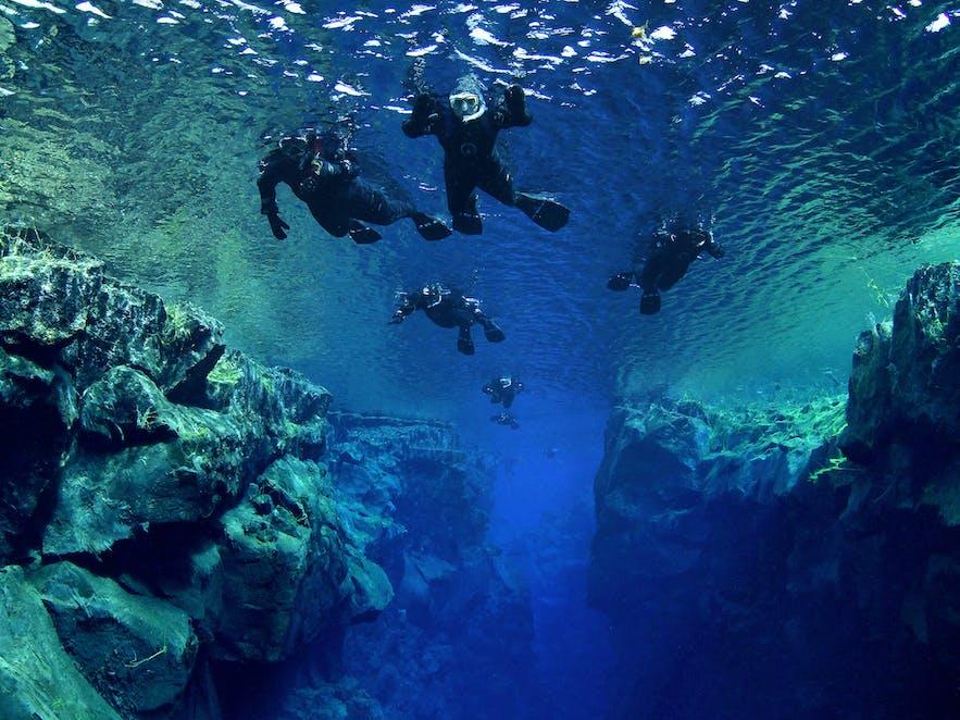 在丝浮拉大裂缝浮潜