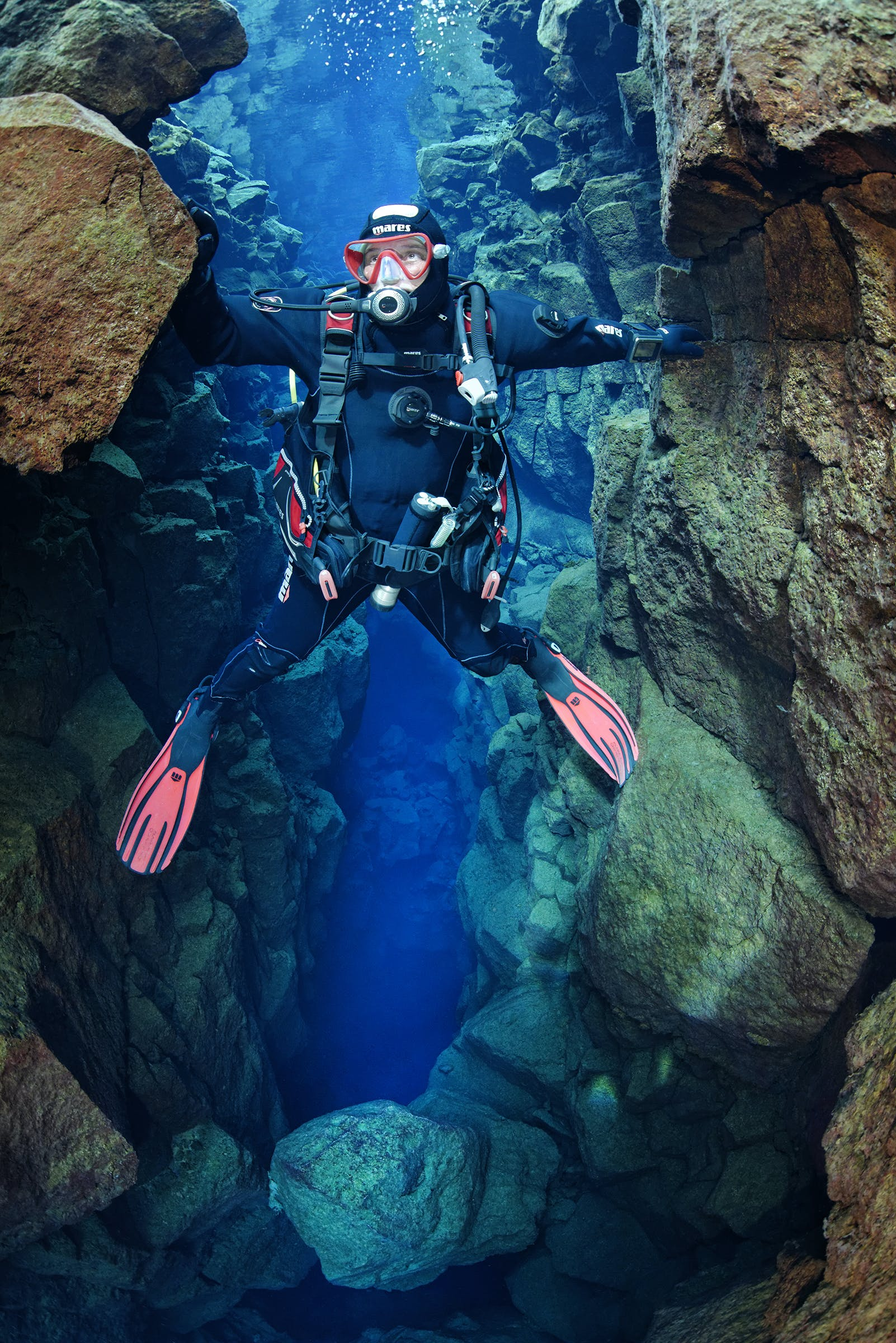 Diving Silfra Tour