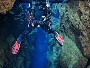 Diving Silfra Tour