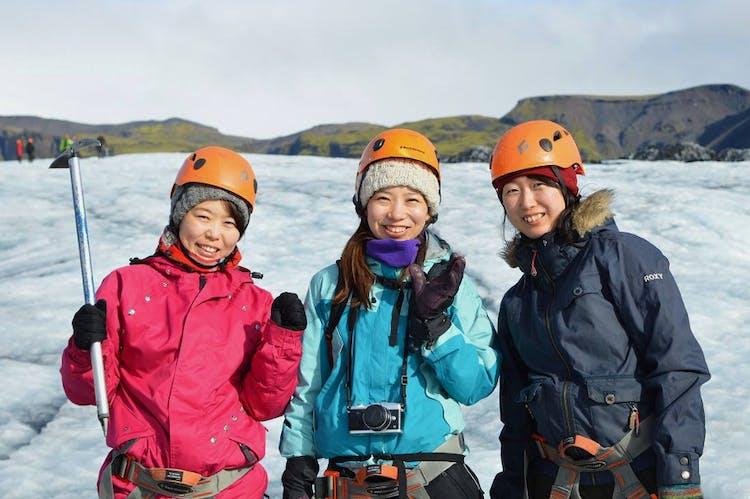 ソゥルヘイマヨークル氷河の氷河ハイキングは、アイスランドの氷河について詳しく知ることができる大人も満足なアクティビティだ