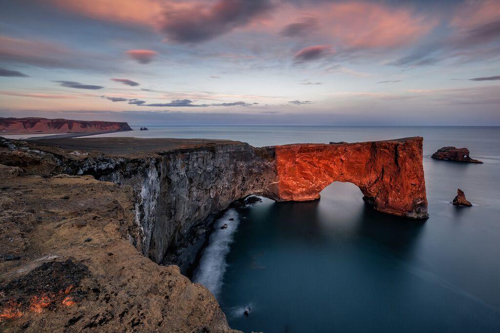 夏季时,冰岛南岸的迪霍拉里海岬成为了海鹦的栖息地。