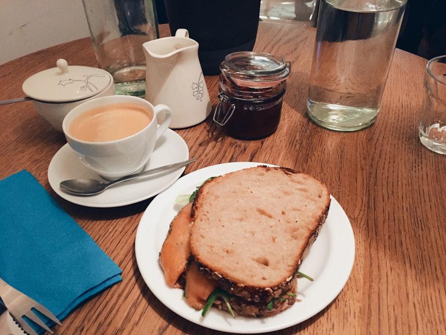 冰岛首都雷克雅未克早餐糕点店Sandholt Bakery