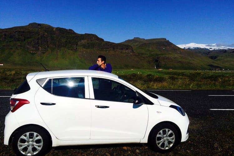 アイスランドの真髄が楽しめる14日間のセルフドライブツアーで島を一周ドライブ