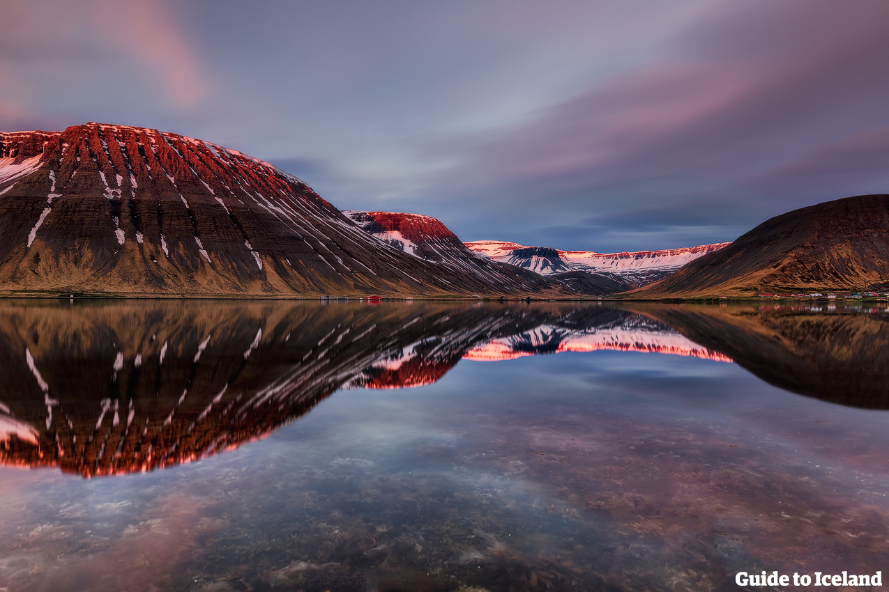 Bewundere die unbeschreiblichen Landschaften der Westfjorde in Island.