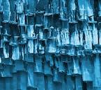 아이슬란드 전역에서 이런 육각기둥의 특별한 형상의 암석들을 발견할 수 있습니다.