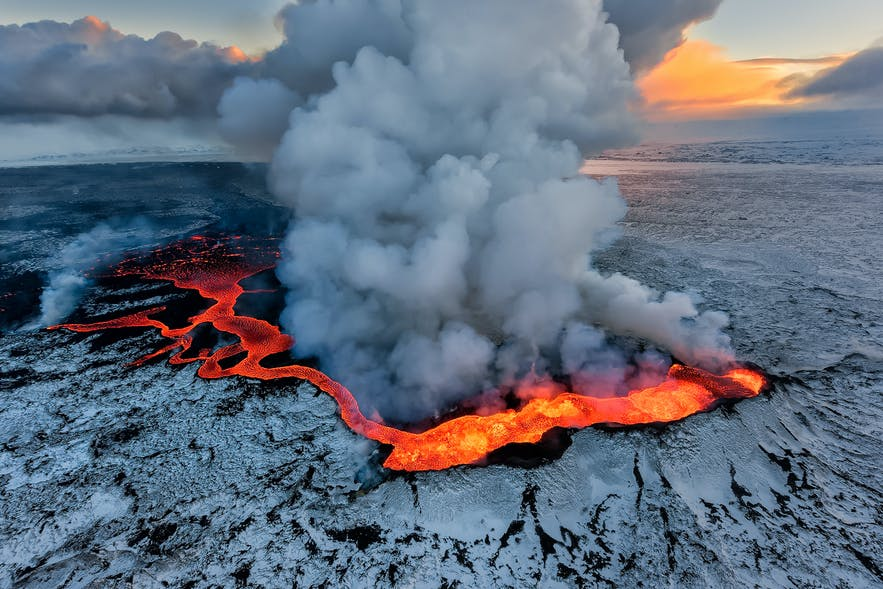冰岛胡勒汉火山喷发的壮观景象