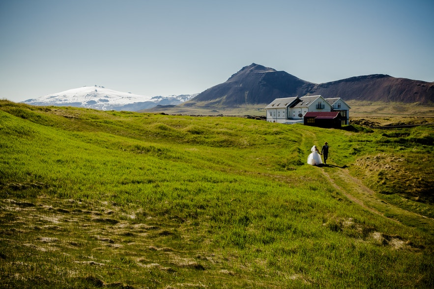 Getting married in Iceland - picture by Bragi Þór