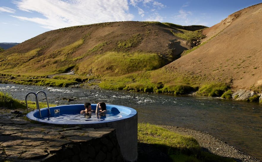 Relax in a hot tub by the warm river at Frost and Fire hotel