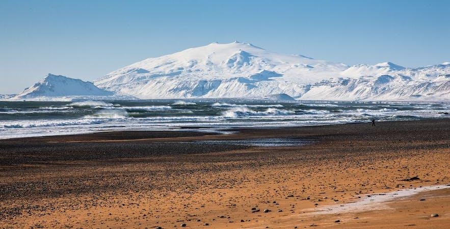 ภูเขาไฟสไนล์เฟลส์โจกุลในทางตะวันตกของประเทศไอซ์แลนด์.