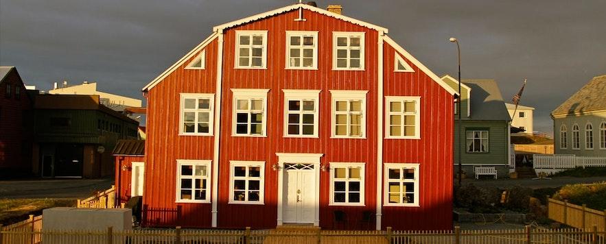 冰岛斯奈山半岛的Hótel Egilsen酒店,一个可爱的木质房子