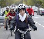 Helme und Fahrräder werden auf dieser Radtour in Reykjavík zur Verfügung gestellt.