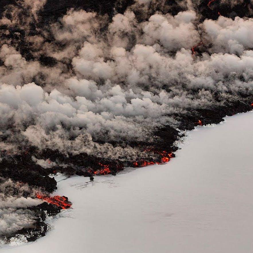 바르다분가 홀루크라운 화산 분출