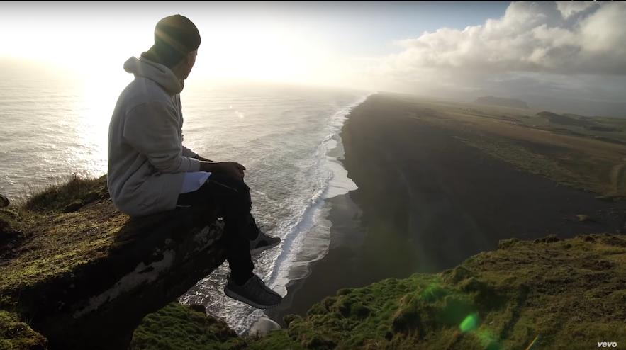 Justin Bieber nagrywający teledysk na Islandii
