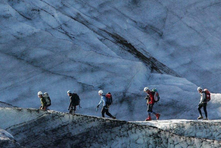 氷河での救助訓練も欠かせない