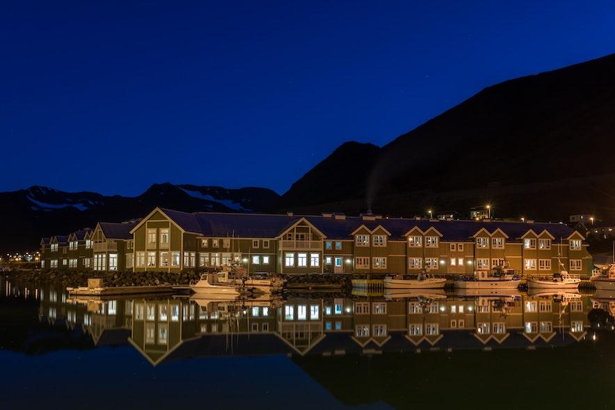 Hotel Sigló nocą